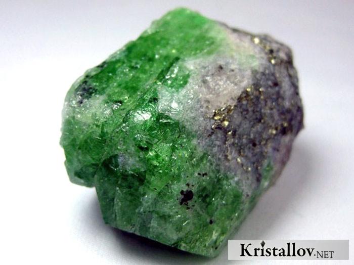 Цаворит | Не минерал ЦАВОРИТ. Свойства цаворита. Цаворит ...